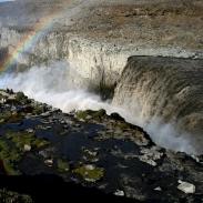 Die Wassermassen der Jökulsa á Fjöllum stürzen am Dettifoss in die vom Mittelatlantischen Rücken gebildete Schlucht