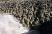 Der gewaltige Dettifoss. Täglich stürtzen 23000 Tonnen Schlamm über die Kante in den 60 m tiefen Abgrund
